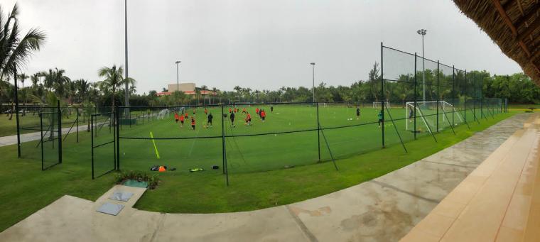 Foto de instalaciones de futbol barcelo bavaro